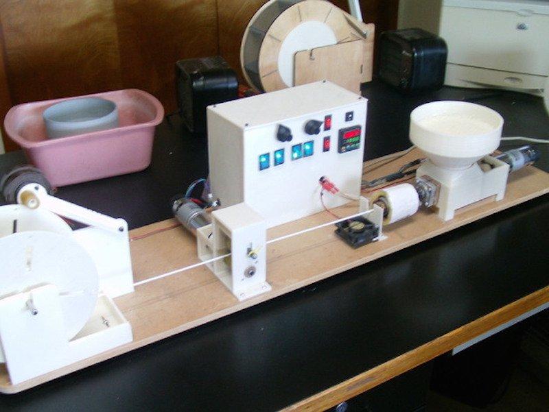 Maquina-transformar-tapones-en-filamento