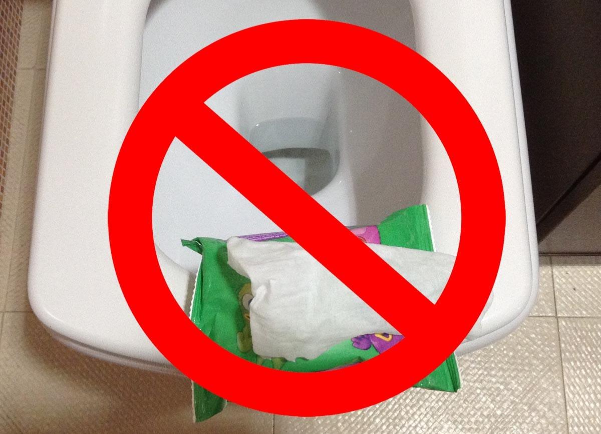 No tirar toallitas humedas al váter