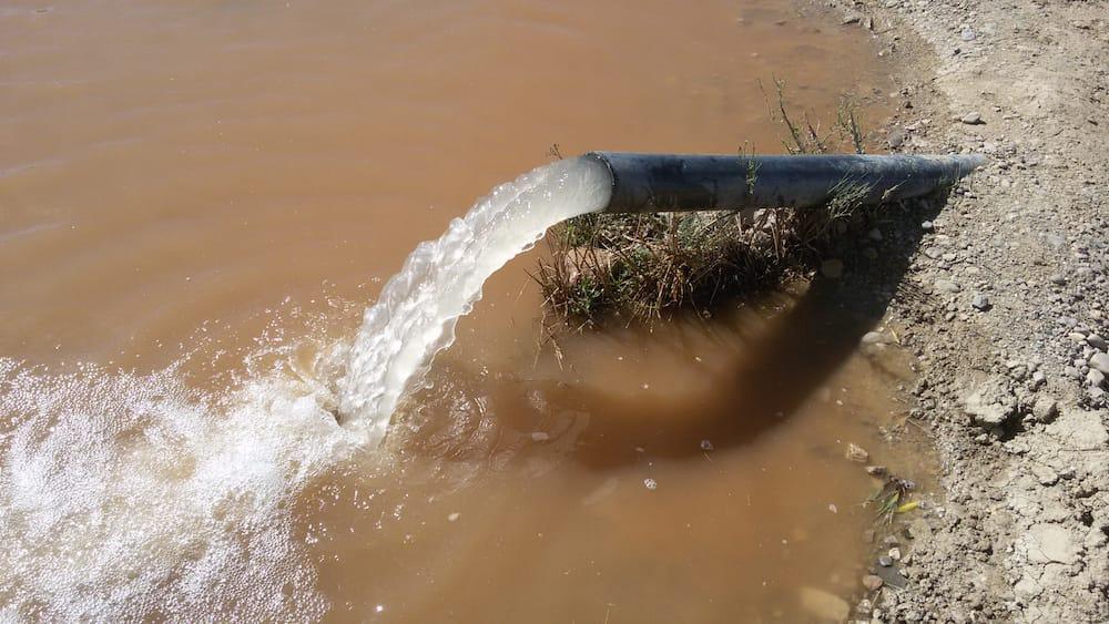 bomba de agua para pozo profundo con energía solar1
