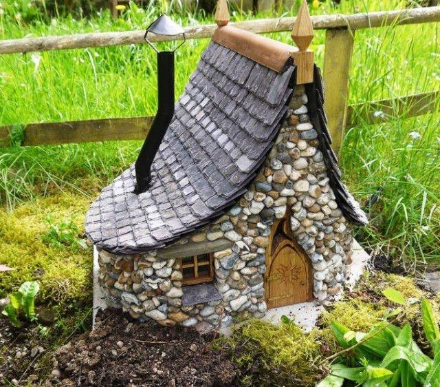 Decoración de jardín con casas encantadas