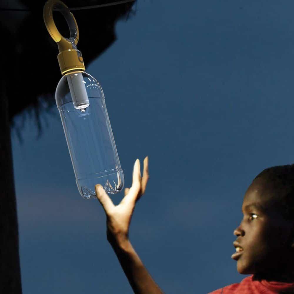 lampara-a-cuerda-en-una-botella-de-plastico
