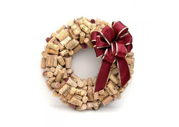 Corona de navidad con tapones de corcho
