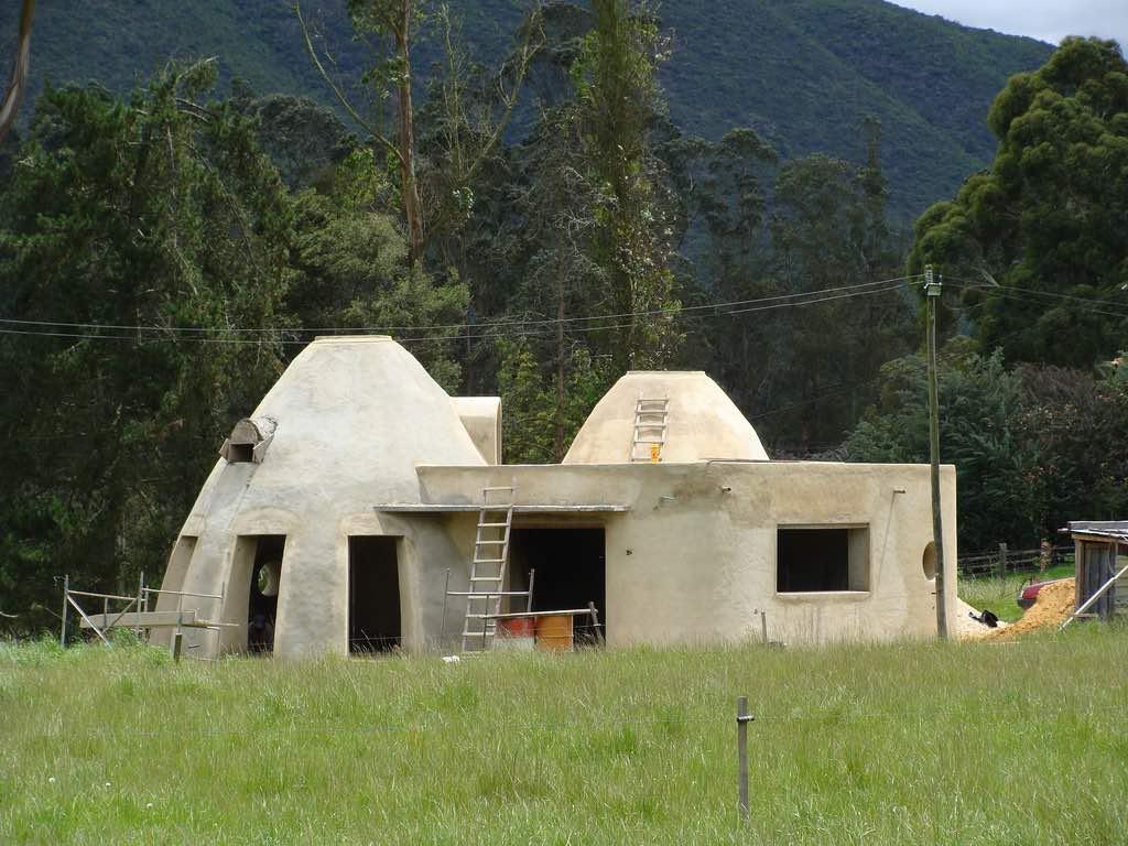 Cómo construir de forma sostenible con superadobe
