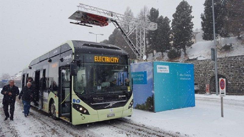 eBus, el bús eléctrico que recarga con renovables su batería en las paradas