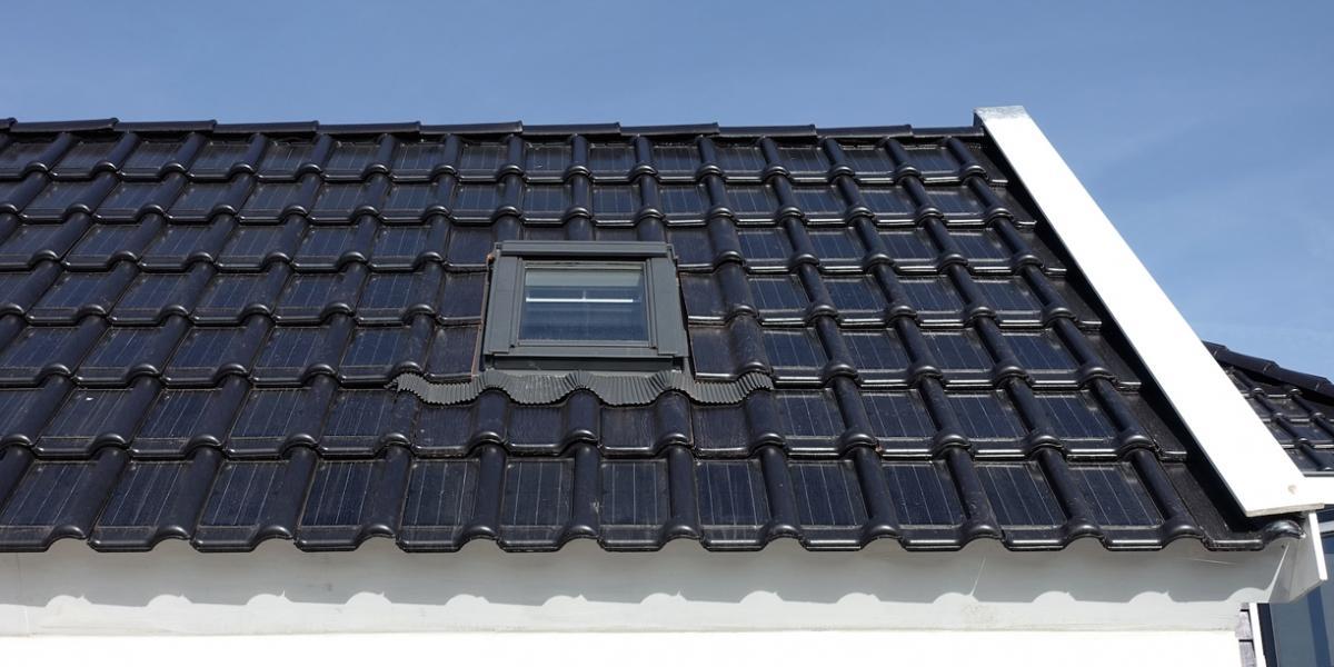 Paneles-solares-fotovoltaicos-integrados-en-tejas-cer%c3%a1micas