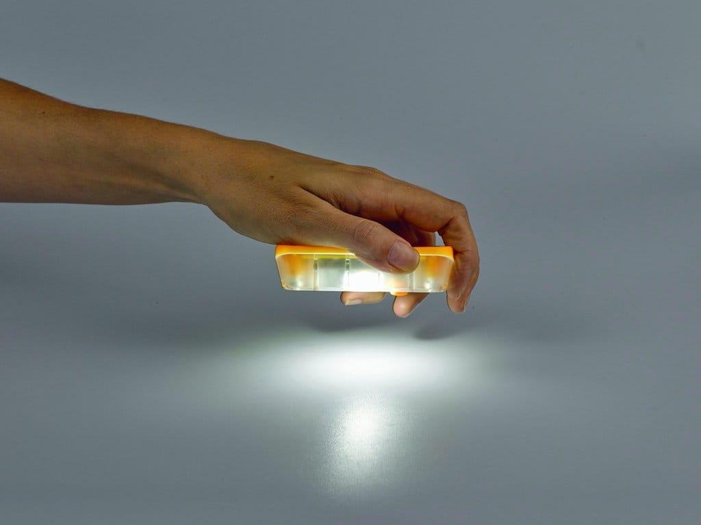 SolarAid SM100, la lámpara solar más barata del mundo