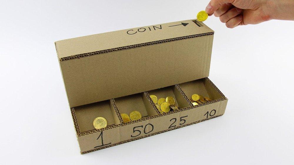 Cómo hacer un clasificador automático de monedas con cartón