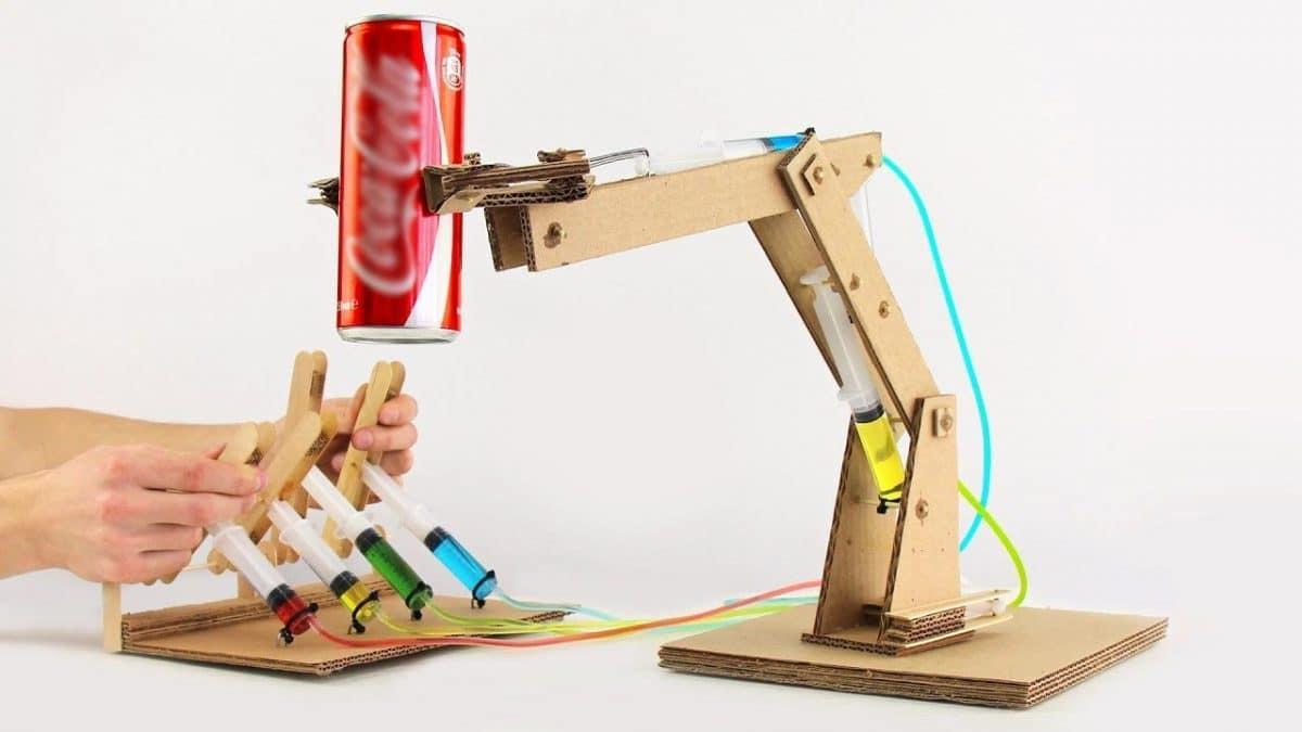 Pneumatic Lifting Arms : Cómo construir un brazo robot hidráulico de cartón