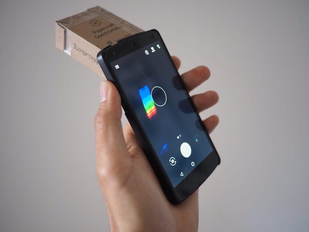 Cómo hacer un espectrómetro casero de cartón