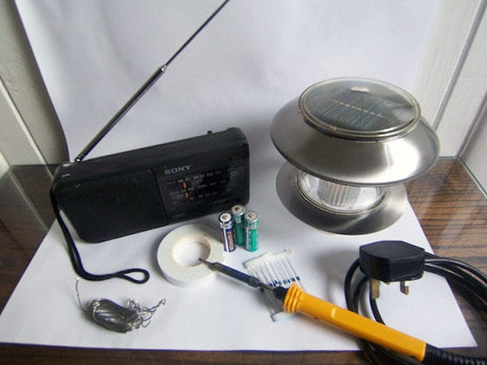 Convierte una radio a pilas en una radio solar