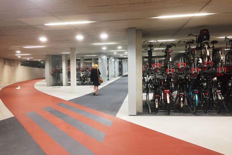 Ciudad holandesa inaugura el aparcamiento de bicicletas más grande del mundo