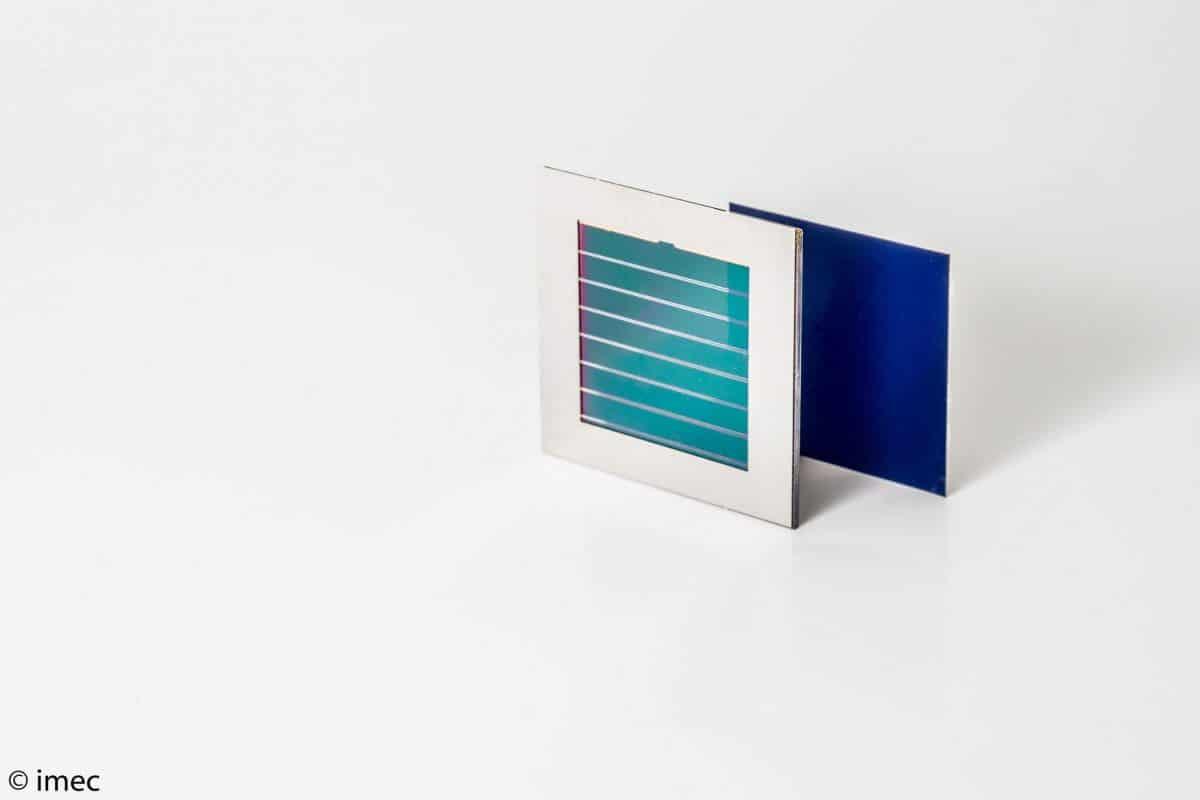 Panel-solar-de-perovskita-silicio