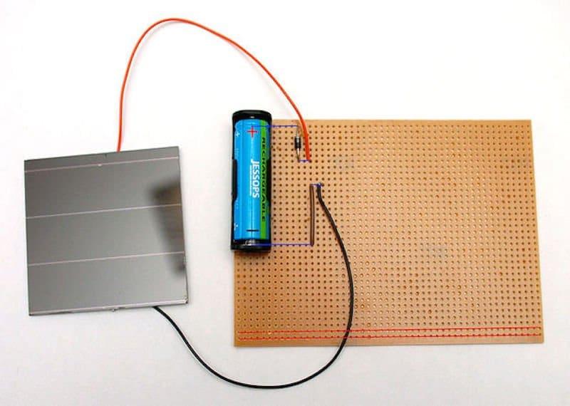 sistema casero de recarga pilas con energía solar
