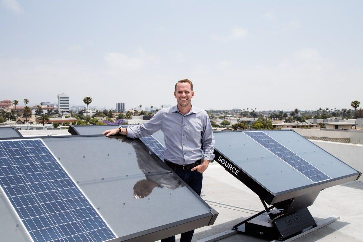 Source, un panel solar que permite obtener del aire hasta 5 litros de agua al día