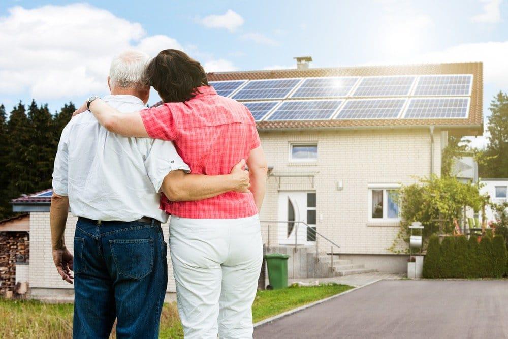 Tesla llevará la energía solar a las familias con menos recursos