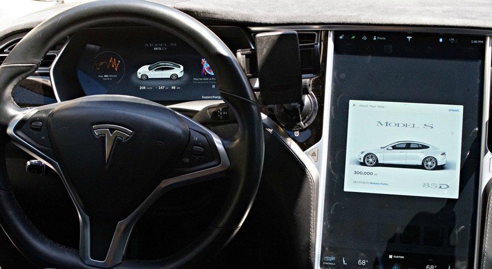 eHawk, el Tesla Model S que supera la barrera de los 482.000 km recorridos