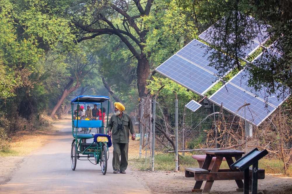 India llevará electricidad a todas las casas antes de 2019 con paneles solares y baterías gratis o a bajo coste