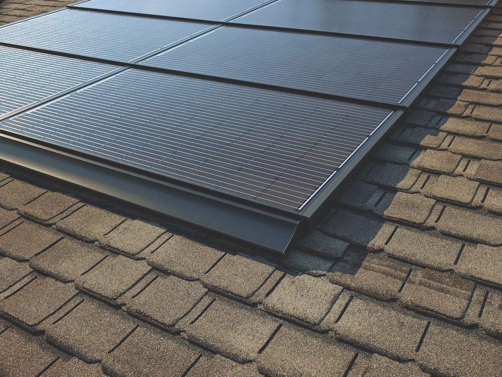 El techo solar diseñado por el mayor fabricante de tejados de América