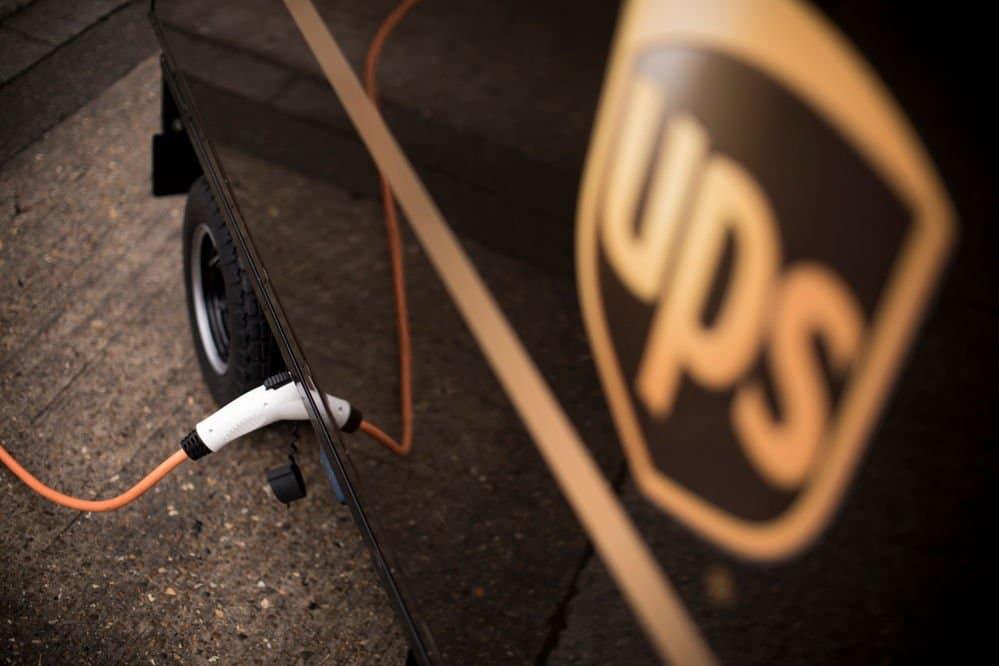 Ups-bicicleta-con-remolque-electrico-en-carga