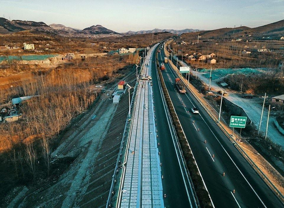 China inaugura la primera carretera solar