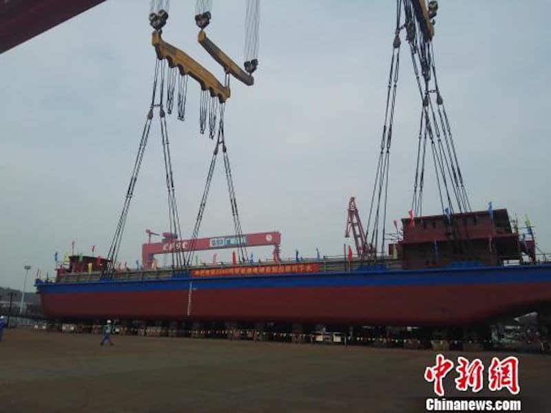 China fabrica el primer buque de carga completamente eléctrico del mundo