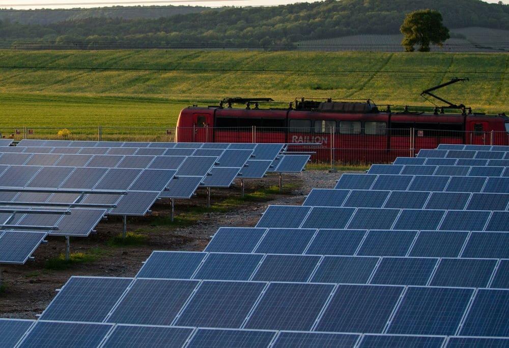 Ferrocarriles fotovoltaicos: el sol podría proporcionar el 10% de la energía para este transporte