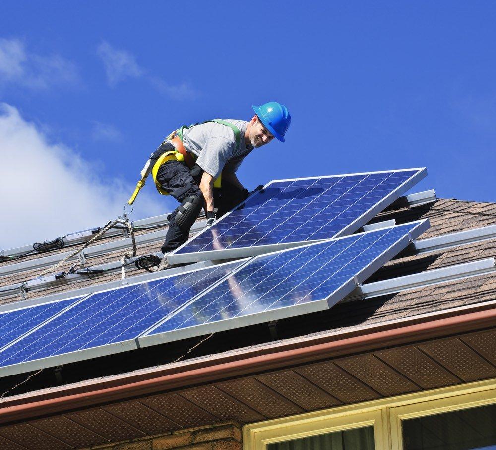 Sistemas para el montaje de paneles solares disponibles para techos inclinados y planos