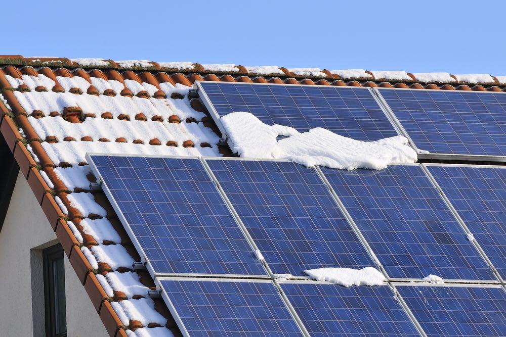 ¿Funcionan los paneles solares en invierno?