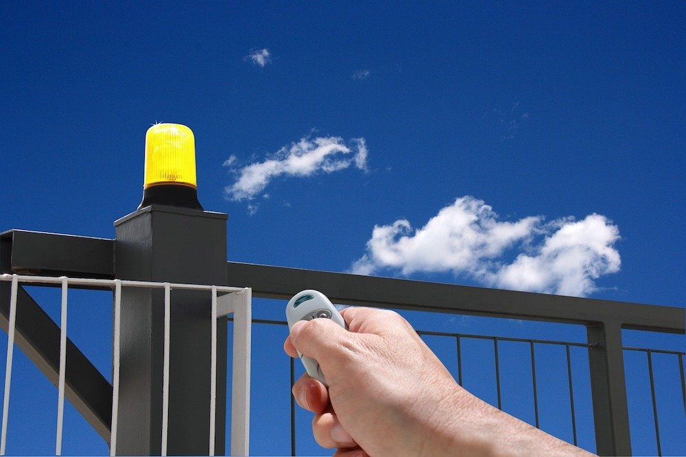 Cómo reparar la puerta automática de tu hogar de forma segura