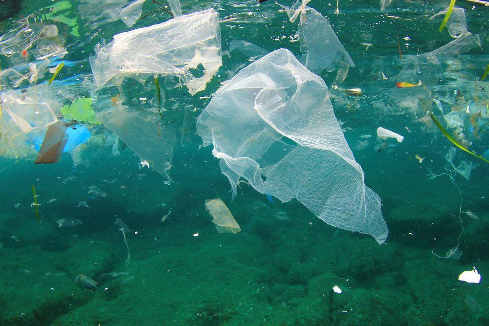 La Unión Europea quiere prohibir el plástico de un solo uso con una nueva norma antes del verano