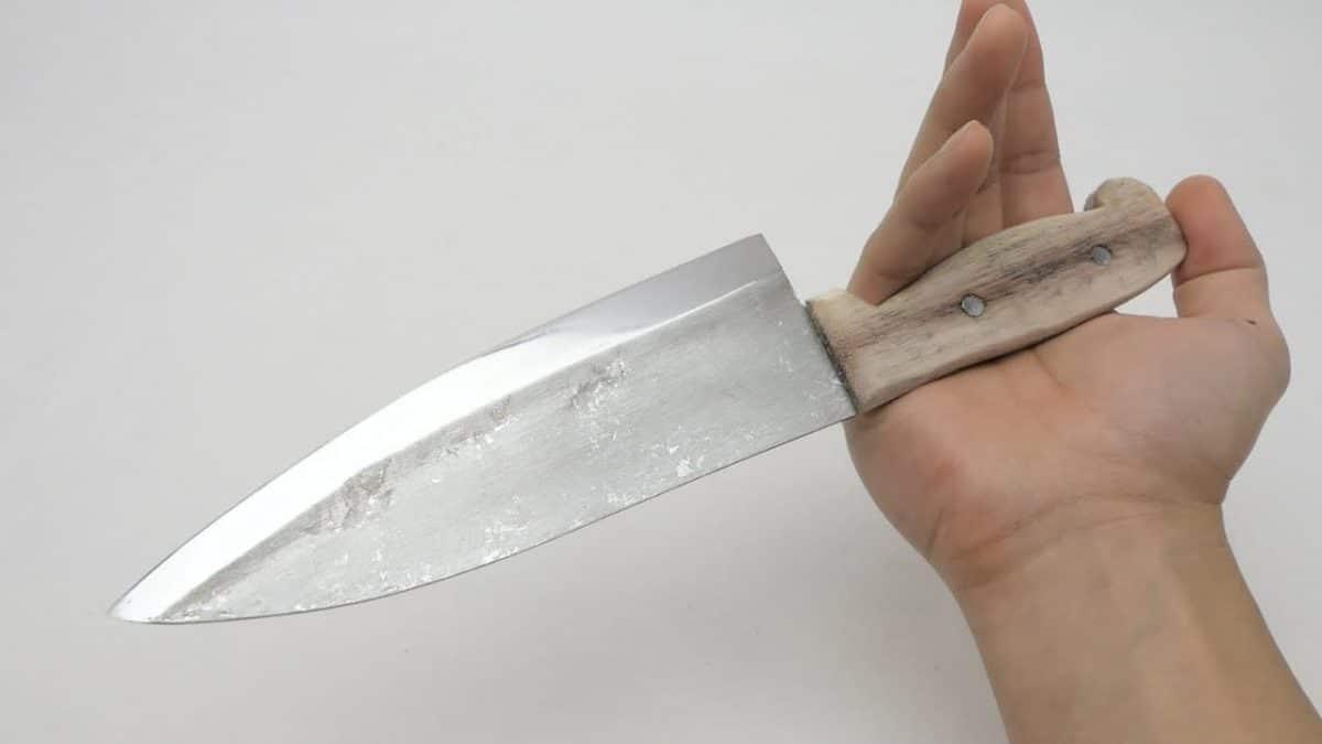 Cómo hacer un cuchillo de cocina con papel de aluminio