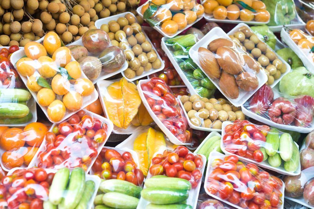 #DesnudaLaFruta toma las redes para denunciar el sobreenvasado de frutas y verduras