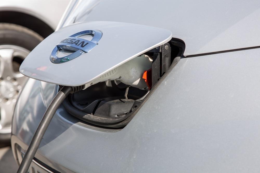Nissan-carga-coche-electrico