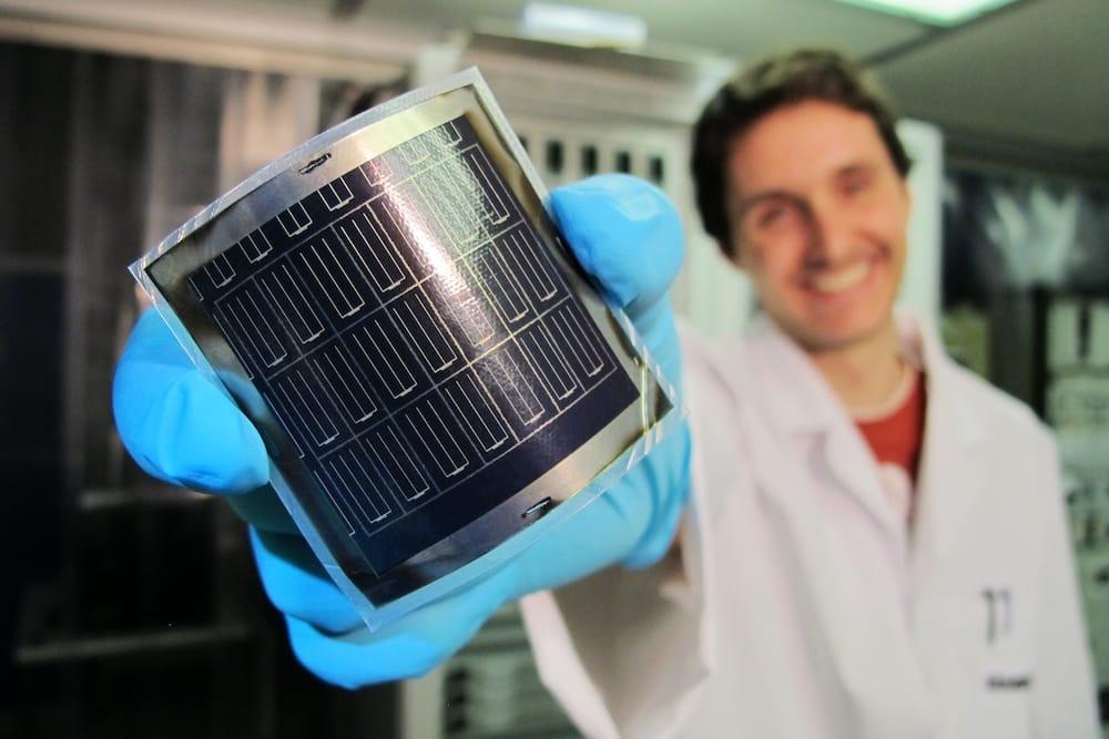 Cuenta atrás para la revolución de los coches solares con paneles ultrafinos de perovskita