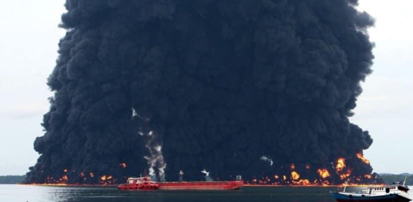 Un derrame de petróleo en Indonesia ahora es más grande que la ciudad de París