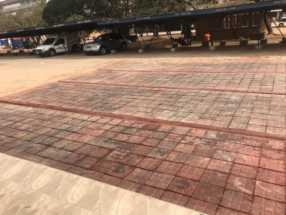 """En Ghana están convirtiendo bolsas de plástico en """"una nueva forma de asfalto"""""""