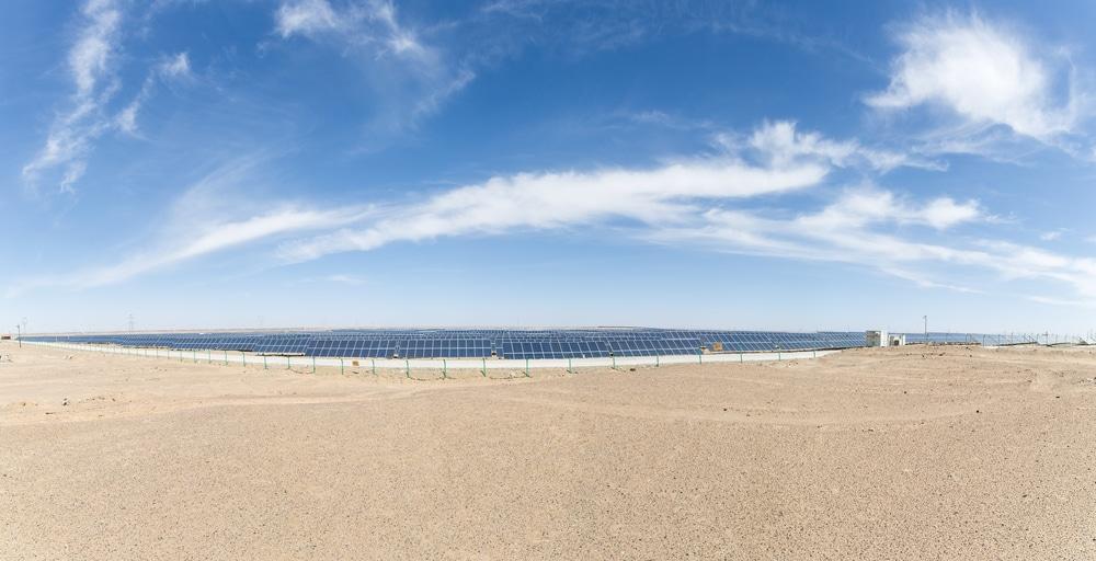 Arabia Saudita trabaja con paneles solares a prueba de tormentas de arena