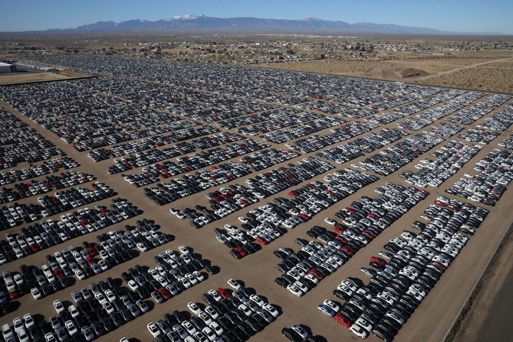 Aumentan los gigantescos cementerios de coches diésel afectados por el escándalo Volkswagen