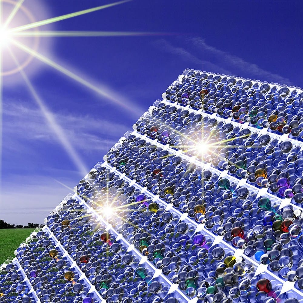 Diminutas perlas de vidrio sobre las células solares ayudan atrapar un 20% más de energía solar