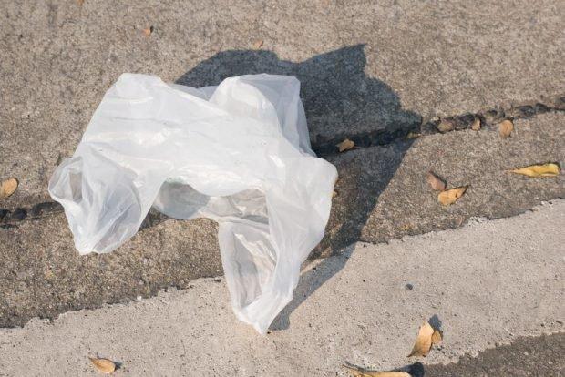 Bolsa de plástico en la calle de cualquier ciudad del mundo.