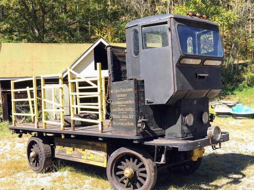 Aparecen dos camiones eléctricos de 1912 con 50 años de servicio que aún funcionan