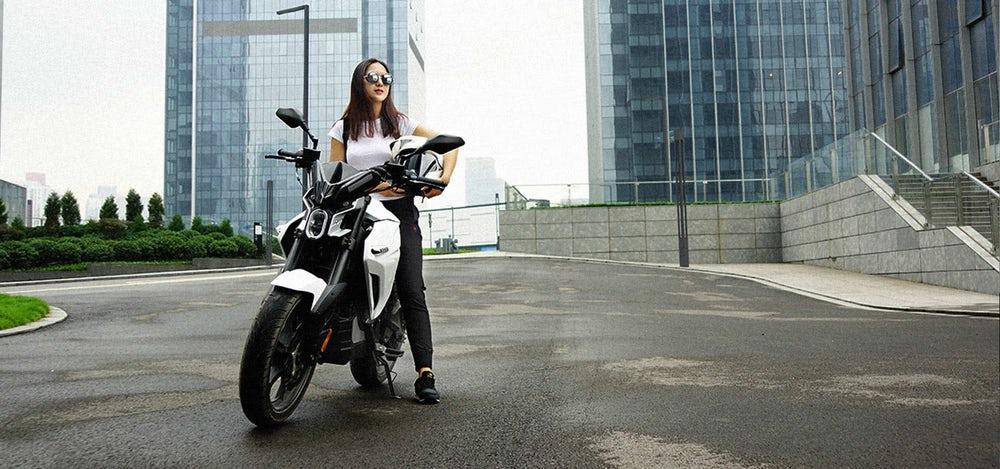 Sur-Ron White Ghost moto eléctrica