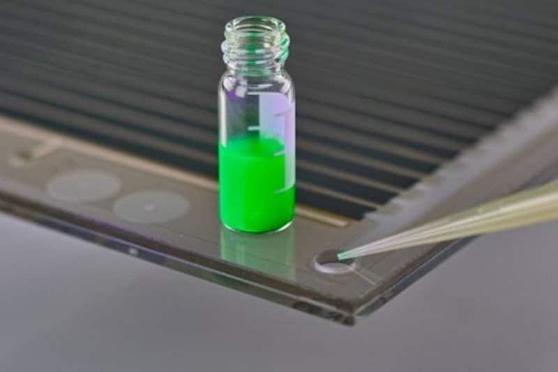 Las células solares de Perovskita tan baratas y fáciles de fabricar como el vidrio