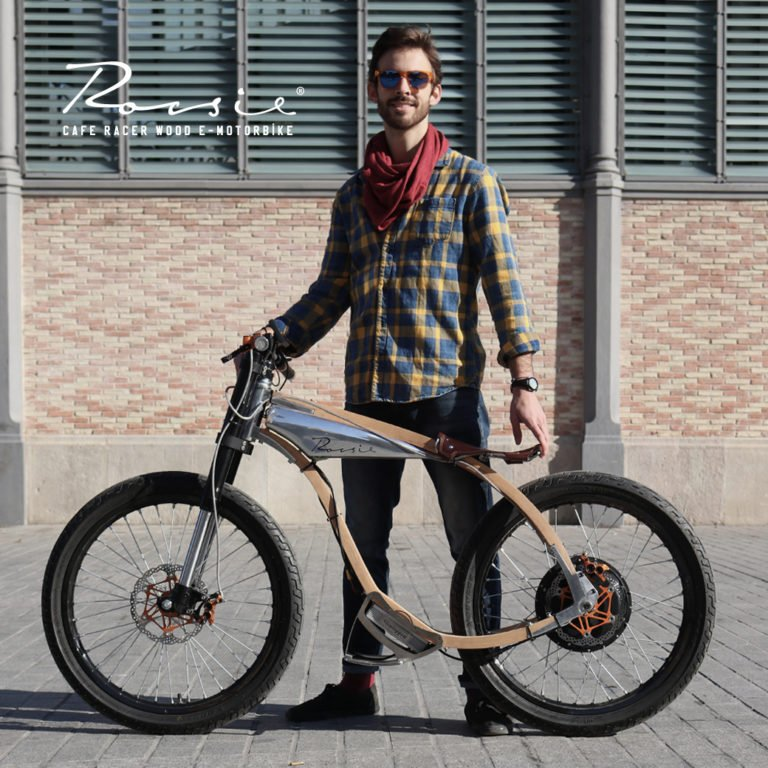 Rocsie, la moto eléctrica de madera diseñada en Barcelona