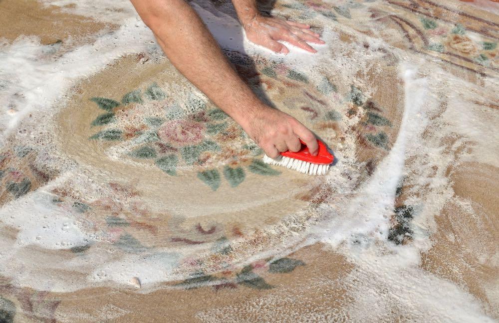 Cómo limpiar alfombras con productos caseros
