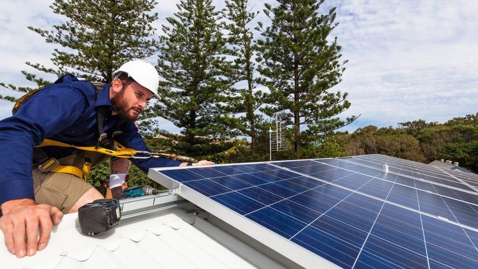 Cropped-instalar-panel-solar