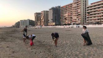 Se crean grupos de WhatsApp en Cádiz para acabar con la basura en su playa