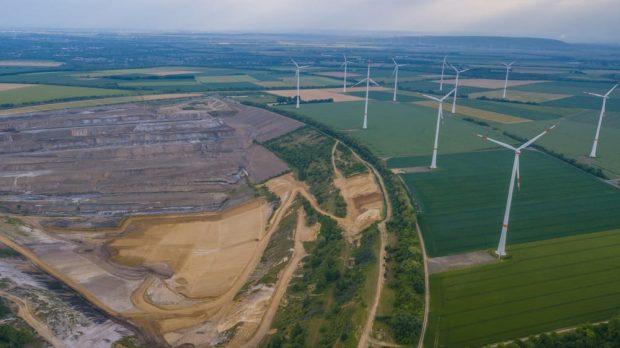 Mina de Carbón y turbinas eólicas en Hambach, Alemania.