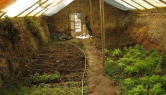 Cómo construir un invernadero subterráneo para cultivar todo el año
