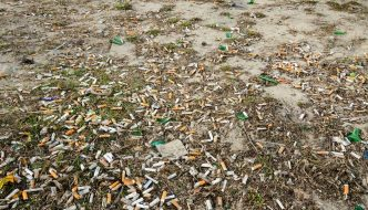 ¿Prohibir las pajitas de plástico? Las colillas de los cigarrillos son la mayor fuente de basura oceánica